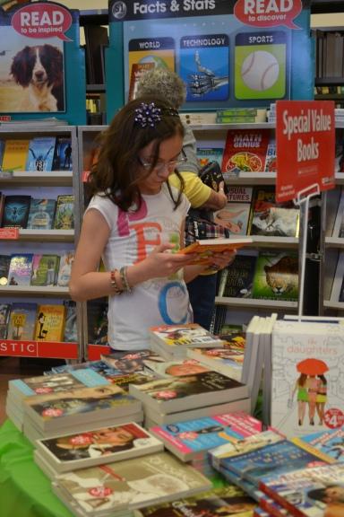 Book Fair Candids 003